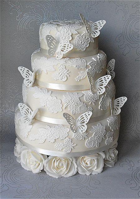 bolo casamento renda borboletas