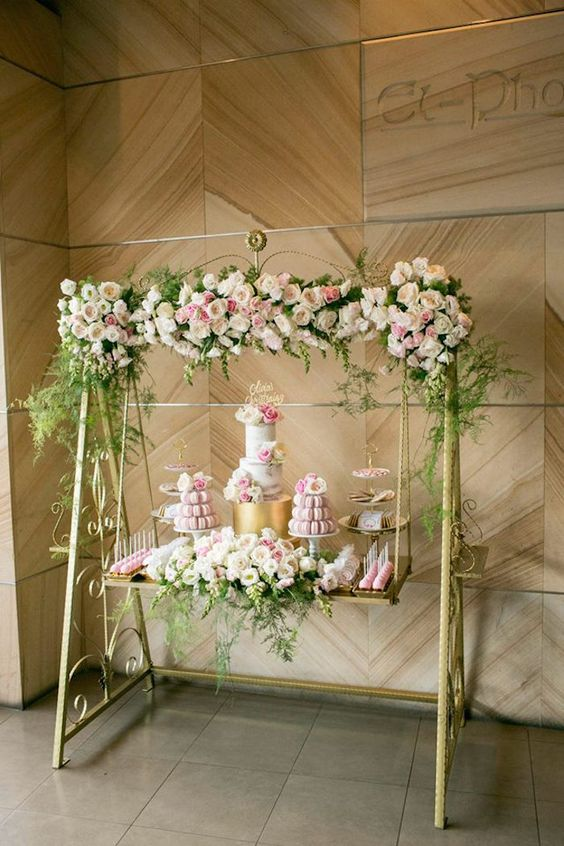 bolo casamento suspensos branco
