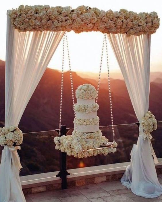 bolo casamento suspensos flores