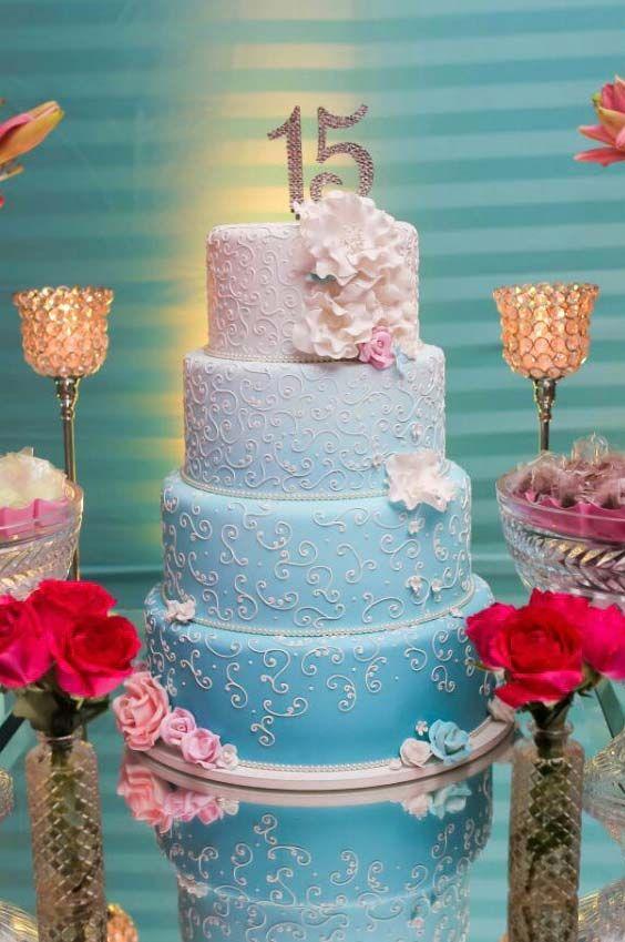 bolo decorado 15 anos azul