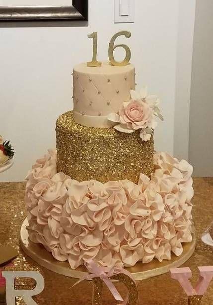 bolo decorado 15 anos dourado