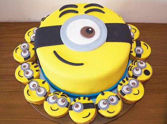 bolo festa minions cupcakes