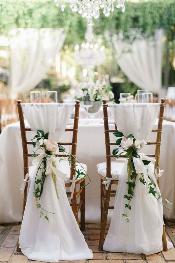decoracao casamento simples cadeiras flores
