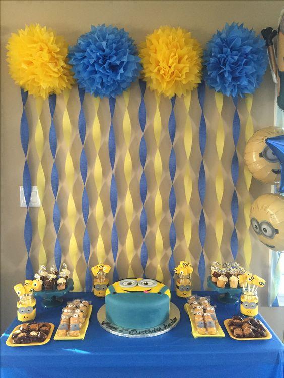 decoracao festa papel crepom cortina pompons