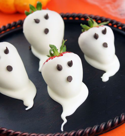 doces halloween morangos