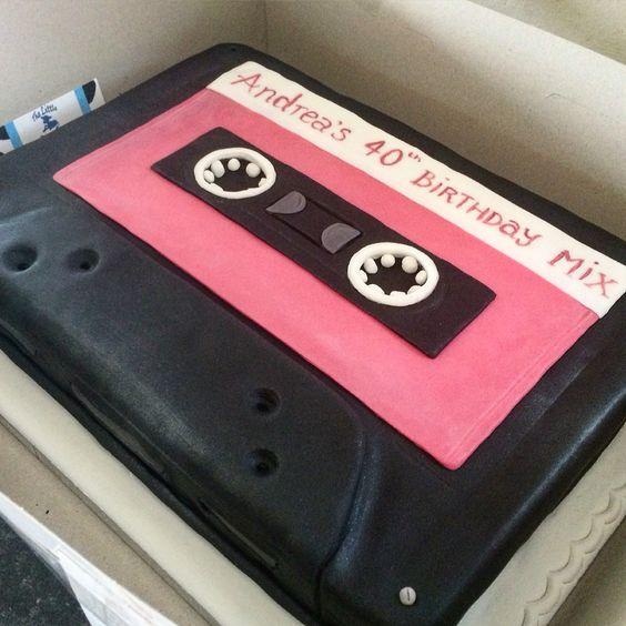 festa anos 80 bolos cassete