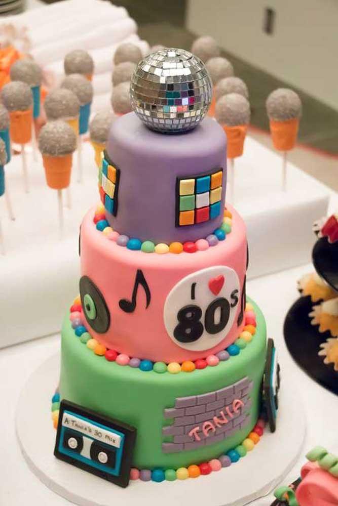 festa anos 80 bolos