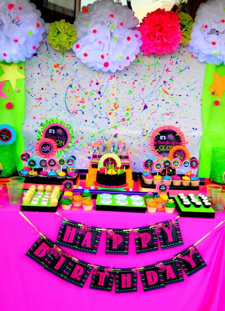 festa anos 80 decoracao neon