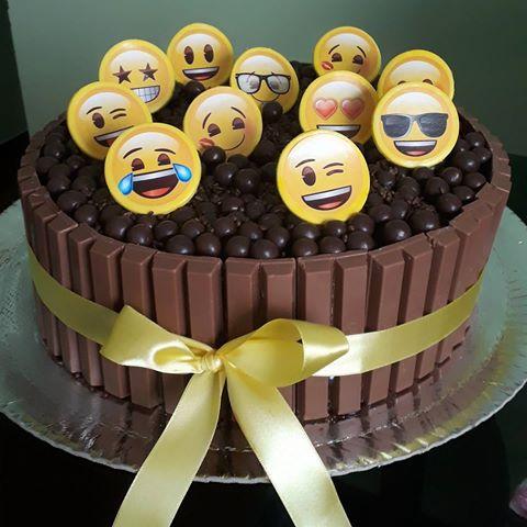 festa emoji bolo chocolate