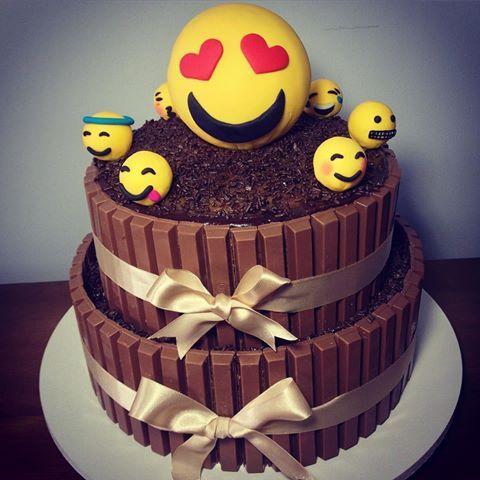 festa emoji bolo simples