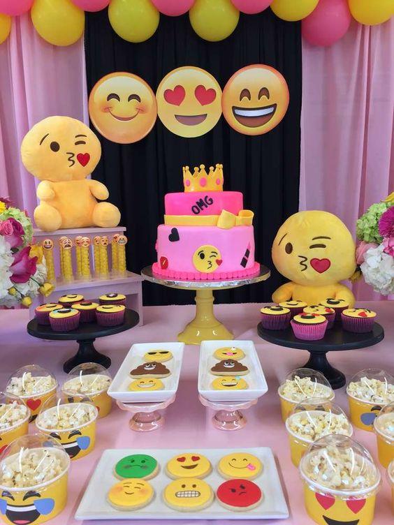 festa emoji decoracao diferente