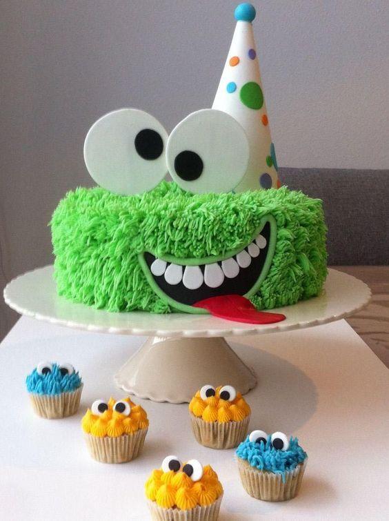 festa monstrinhos bolo simples