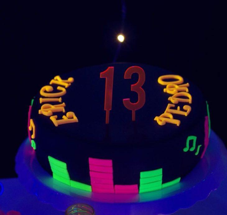 festa neon bolo