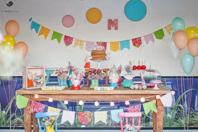 festa peppa pig decoracao simples bandeirinhas