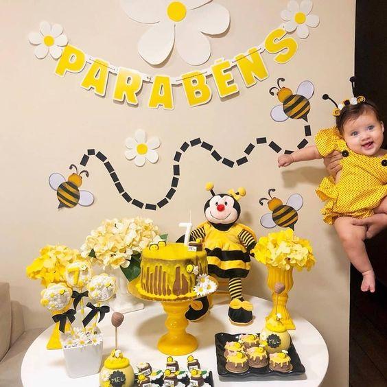 ideias decoracao mesversario abelhinha